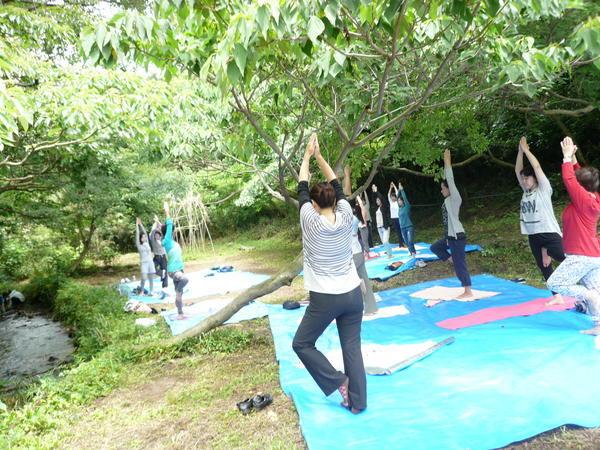 【募集終了】平成30年度 自然体験会「里山でヨガ」